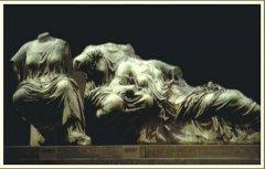古希腊著名雕刻艺术—《命运三女神》